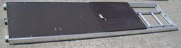 BE U - Aliumininė grindlentė su liuku ir kopečiom 2.57m