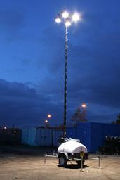 Apgaismes masta prožektors ar ģeneratoru,  4X150W, 9m